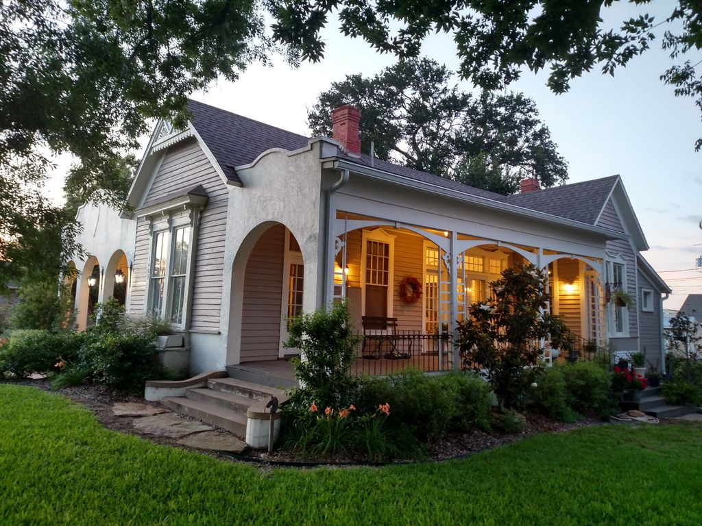 Historic 1910 mailander house seen on the vrbo for Houses pictures gallery