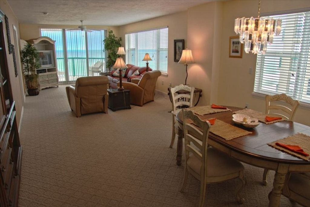 Dimucci twin towers ocean front luxury condo w panoramic for 18th floor on 100 floors