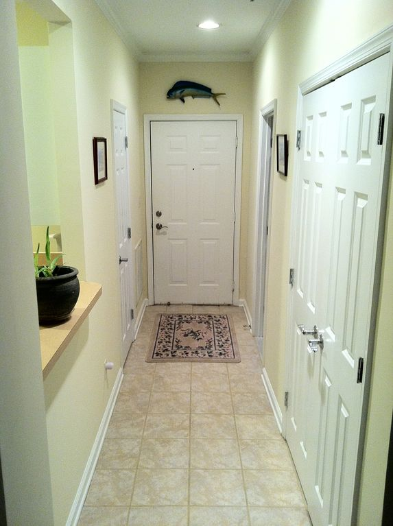 Ceramic tile in hall entrance and kitchen