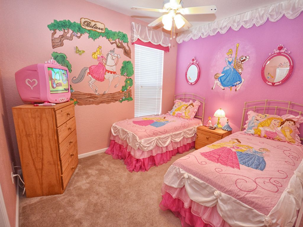 Windsor hills pool home 4 bed 4 bath with vrbo for Princess themed bed