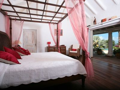 Orient Bay villa rental - The master suite with a private bathroom and dressing