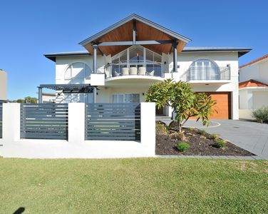 Mandurah house rental - Luxury beach house. Over the road from Beautiful Doddi's Beach.