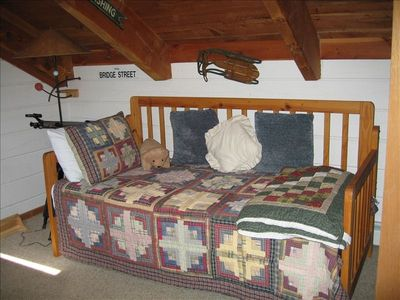 Trundle bed (2 x twins) in bunk room