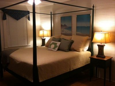 Upstairs bedroom - king bed