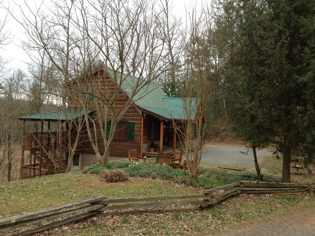 Property Image 2 6 bedroom cabins NO MOUNTAIN Roads 3 cabins 1 price Perfect