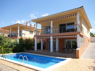 Detached villa with garden and private pool and two separate living parts