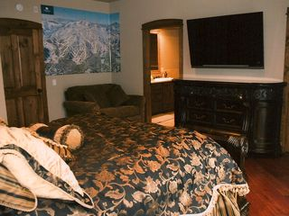 Mammoth Lakes townhome photo - Master Suite w/50' LCD HDTV