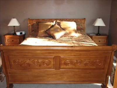 Luxurious king sleigh bed