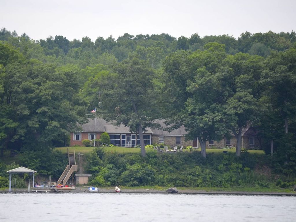 Anthony 39 s big house at seneca lake ny homeaway for Cabin rentals vicino a watkins glen ny