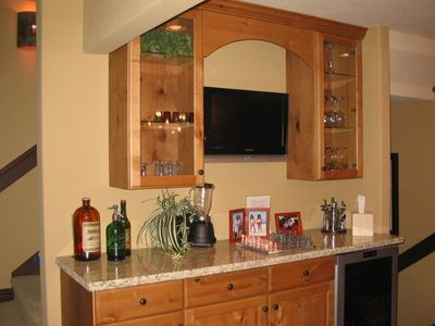 bar area w flat screen TV
