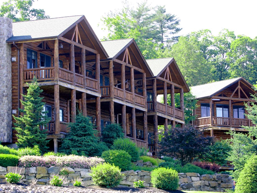 Lake george waterfront the lodges at cresthaven vrbo for Lake george cabins and rv park lake george co