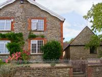 BAY TREE COTTAGE, pet friendly, with a garden in Thornford, Ref 17834