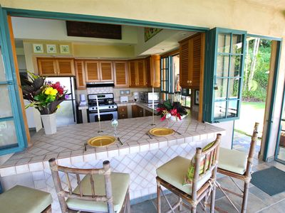 Dominical house rental - Fully equipped kitchen with breakfast bar over looking the pool and Ocean views