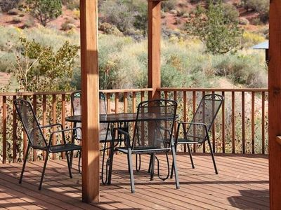 Deck dining and views of the cliffs, visiting deer, hawks and roadrunners!