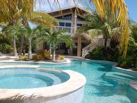 ***Waterfront, Pool, Dock, Jacuzzi....***Paradise Pointe***