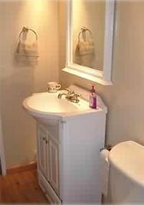 Bathroom (Similar up & Downstairs)