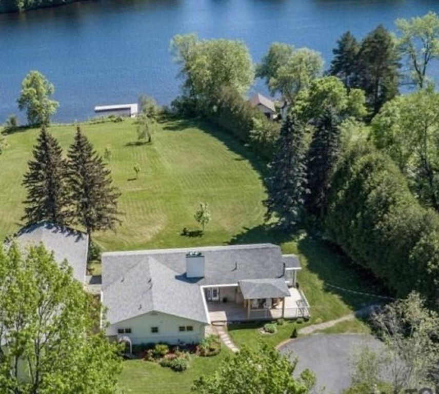 Muskoka Luxury Waterfront Vacation Home on 3 acres Lake front