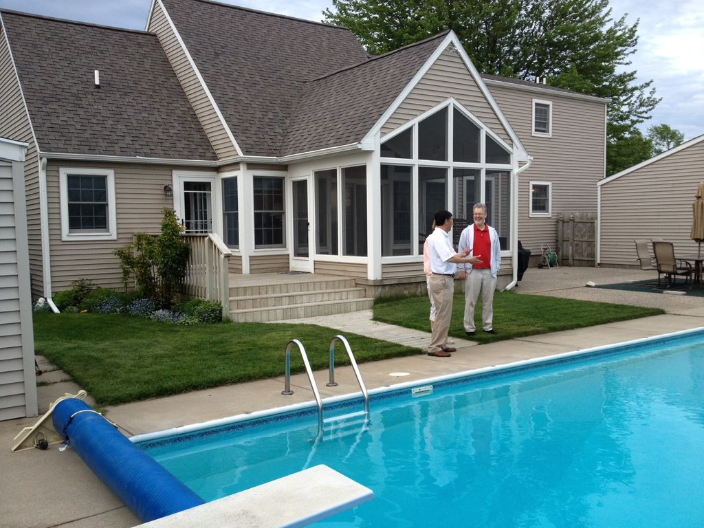 Lake michigan with heated pool 2 4 miles homeaway for Muskegon cabin rentals