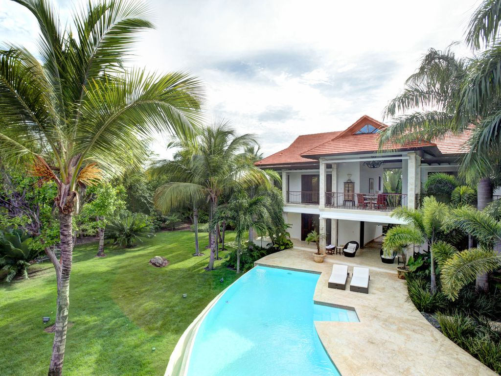 Privacy and luxury full staff 5bd most homeaway for Punta cana villa rental