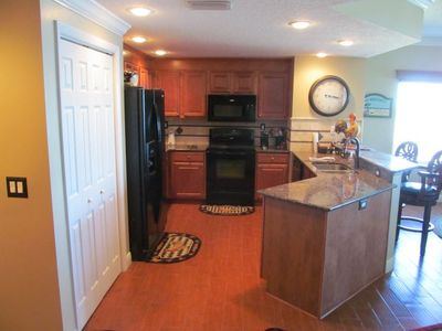 Fully functional kitchen w/lots of counter space, dishwasher, and all appliances