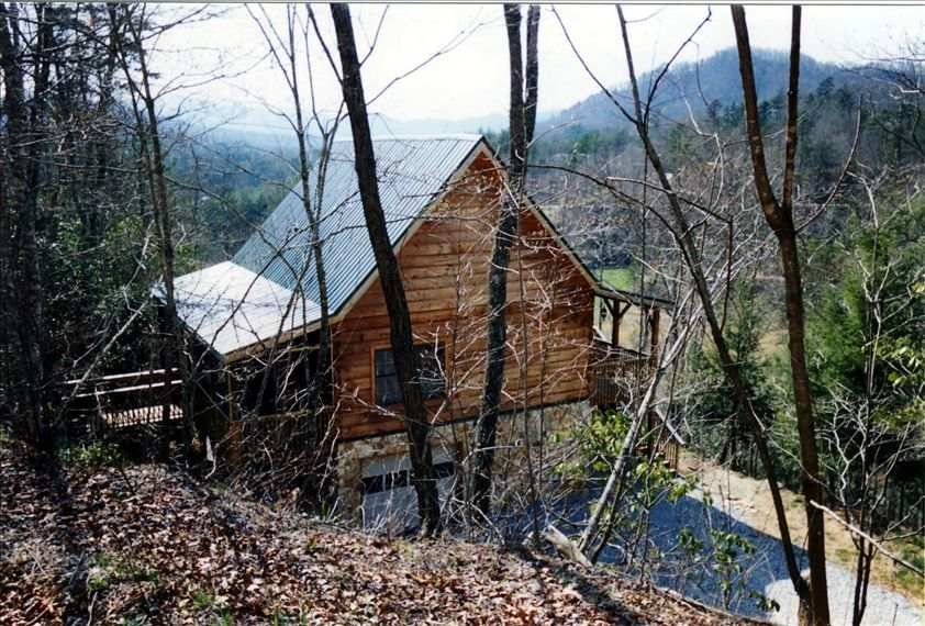 A Very Secluded -  Lodge-Like Beautiful Log & Stone Cabin - Purchased new 2001