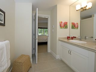 Parksville townhome photo - Queen EnSuite with walk in shower