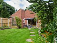 THORNLEA, family friendly, with a garden in Richmond, Ref 249