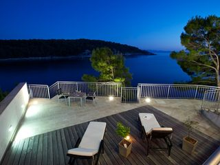 Milna villa photo - Pretty wood sunbathing deck