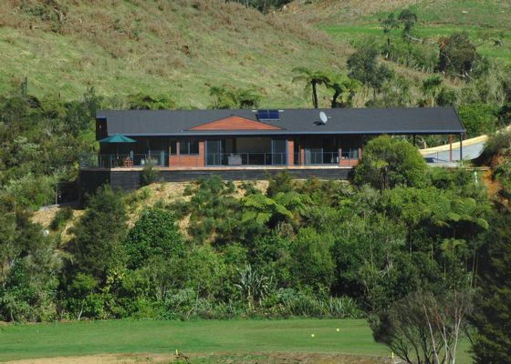 Luxury Escape Overlooking Golf Course