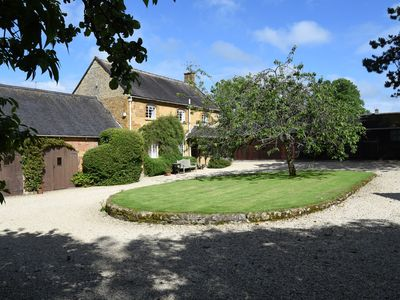 Cotswold Cottage for 4 In Tranquil Village. 4mi Chipping Campden NO ADD ONS!