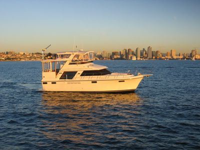 Terrific Carver 42' Motoryacht with 2 Queen Bed Cabins and 2 Full Baths