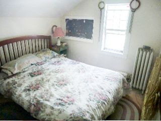 Great Barrington house photo - floral room, queen bed