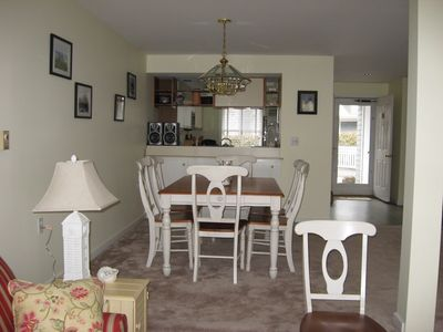 Boothbay Harbor condo rental - Easy pass through to kitchen from the DR in open floorplan.