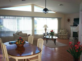 Cape Coral villa photo - Family room with a panoramic view on the water