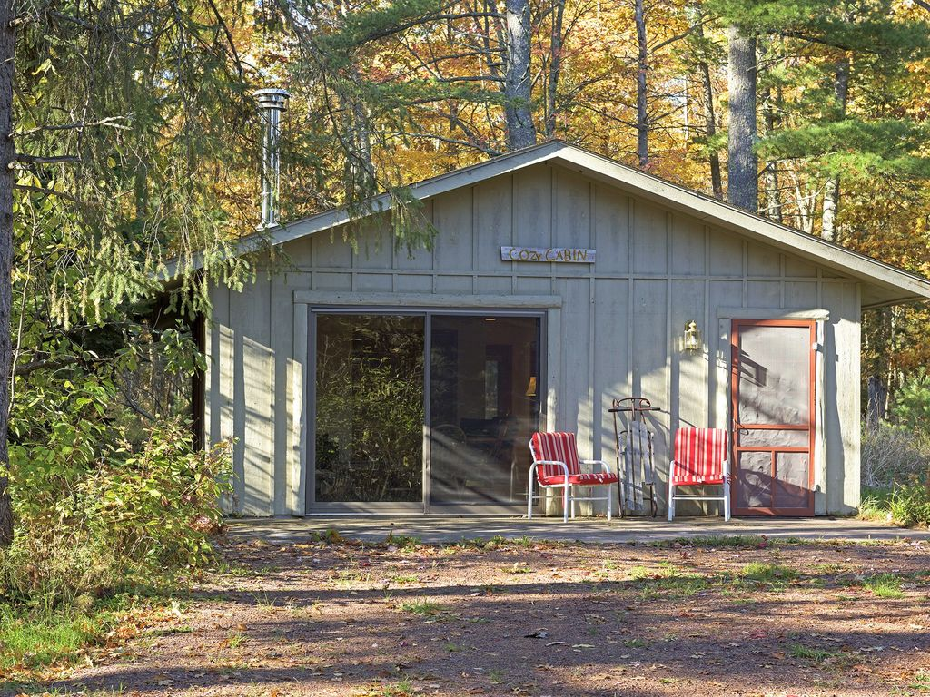 Cozy cabin in the woods of madeline island vrbo for Cozy cabins rentals
