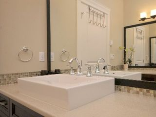 Victoria apartment photo - Main bath