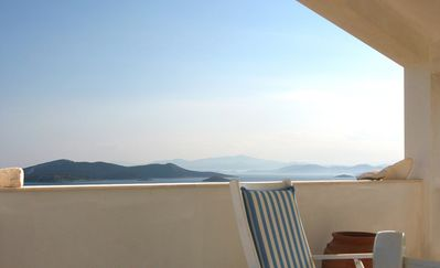 Villa with sea view, grand terrace, 90 min from airport of Athens, close beach