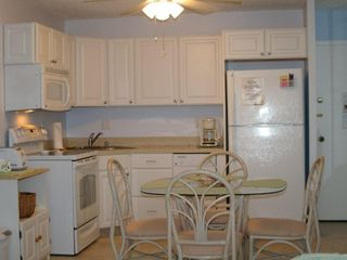 Fort Myers Beach condo photo - The newly-renovated kitchen has a dishwasher.