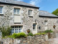 TREVENA, pet friendly, with a garden in Crantock, Ref 912382