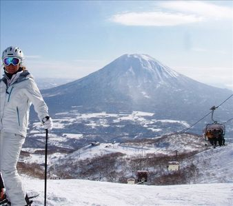 Ski Niseko - loads of POWDER snow and amazing views...!