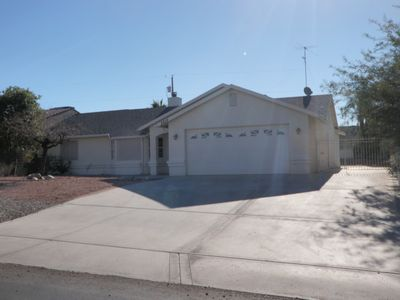 Lake Havasu City house rental - CENTALLY LOCATED BOAT /RV PARKING