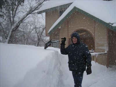 Yes, we get snow, Glass Castle behind, Rich with shovel (2010)