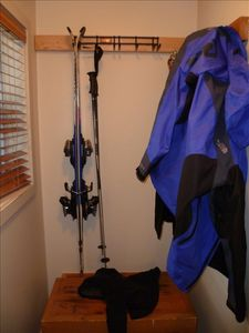 Indoor ski rack