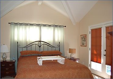 High ceiling, separate bath, lg flat screen TV on wall
