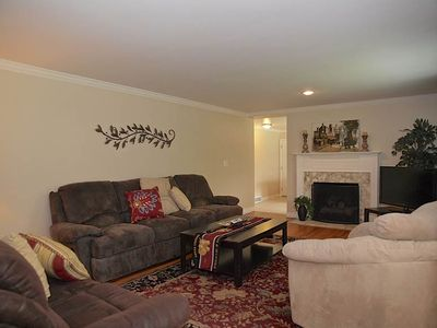 FAMILY RM (HD TV, OVERSIZED CHAIR, NICE COUCHES, FIREPLACE, WOOD FLOORS)