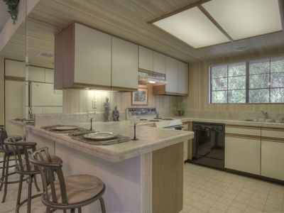 Palm Springs condo rental - nicely appointed kitchen, fully appointed.