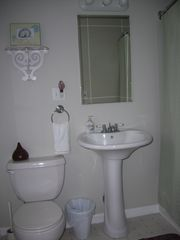 Colonial Beach cottage photo - Masterbath with tub/shower