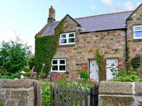MILLERS RETREAT, pet friendly, with a garden in Alnmouth, Ref 7705