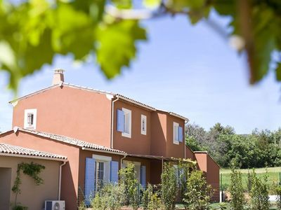 Quiet air-conditioned accommodation, 115 square meters, with pool