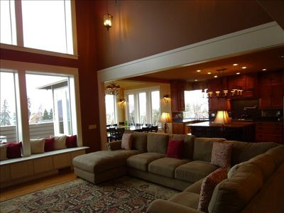 Kick Back & Relax in Luxury! Great Rm, Kitchen, Dining Rm, Deck, all w/VIEWS.